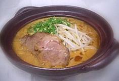 「土鍋味噌豚骨」 米麹や大豆麹、大量のすりゴマの「ツブ」にこだわり、練りこんだ味噌ラーメン